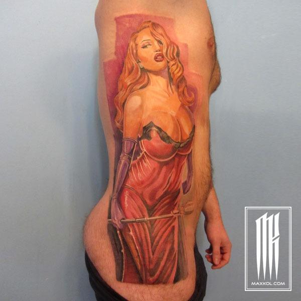 цветная татуировка девушки на боку