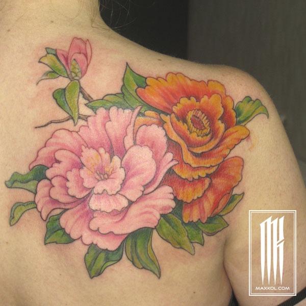 татуировка цветков для девушки