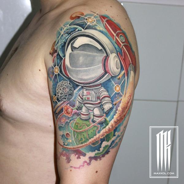 татуировка космос и космонавт