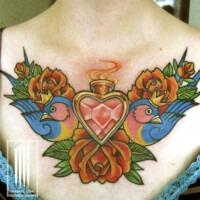татуировка на груди у девушки