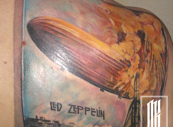 фанатская татуировка на лопатке