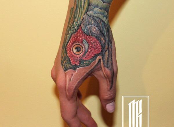 татуировка на руке для девушки
