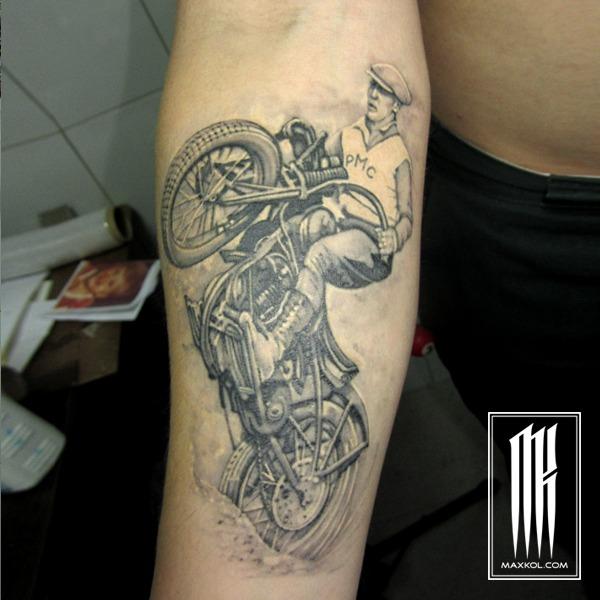 татуировка мотоцикл для мужчины-гонщика