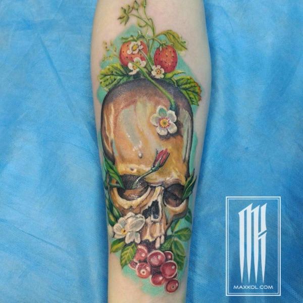 цветная тату на руке