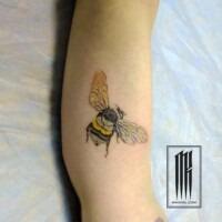 татуировка шмель