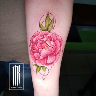 татуировка пион на руке