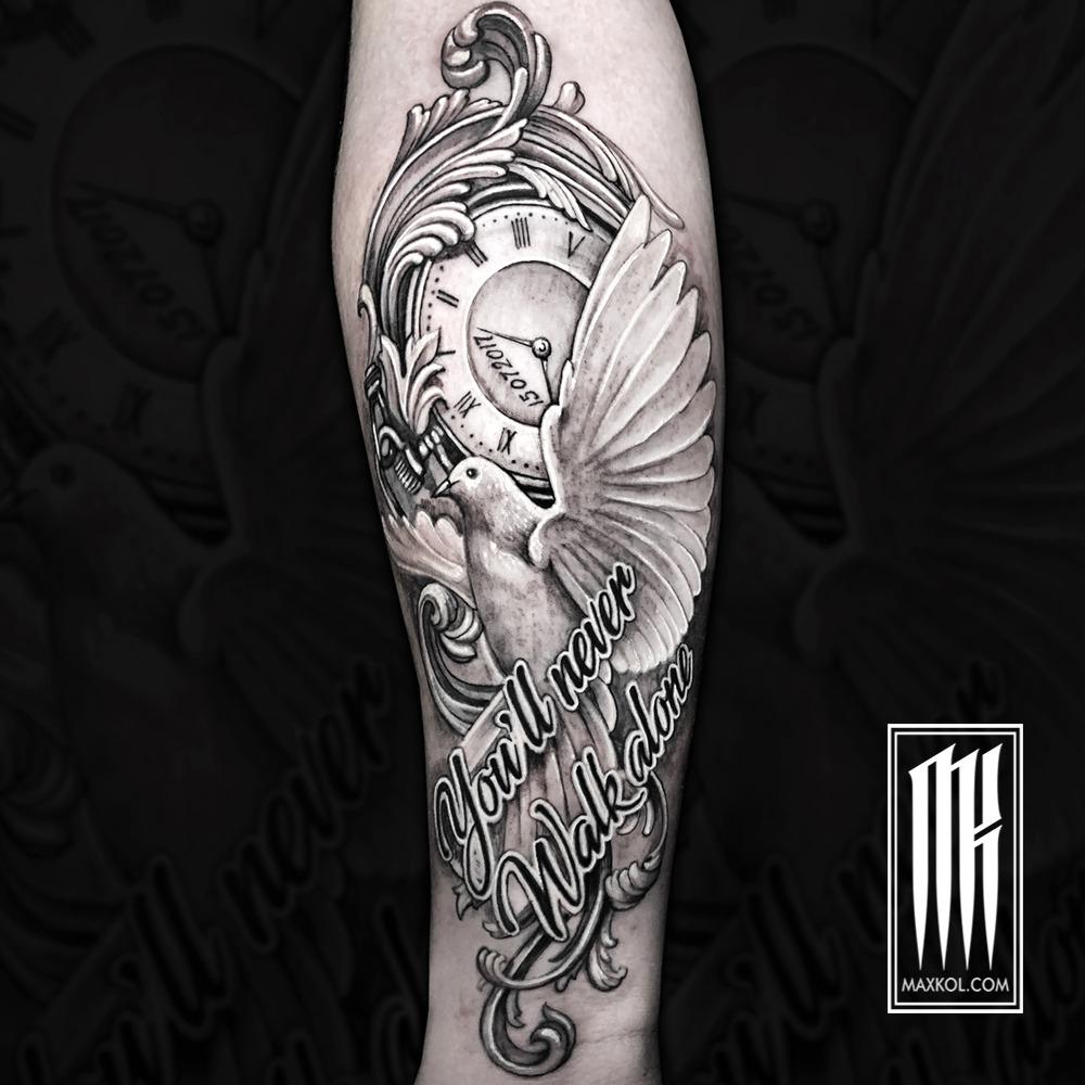 татуировка часы и голубь