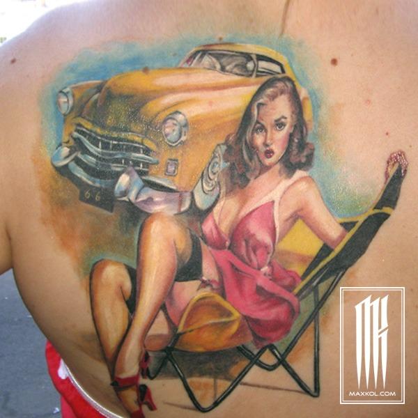 Цветная татуировка для девушки