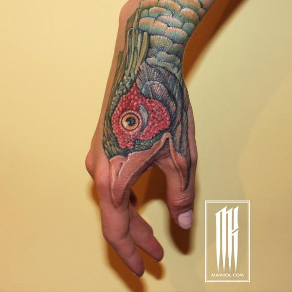Татуировка для девушки на руке